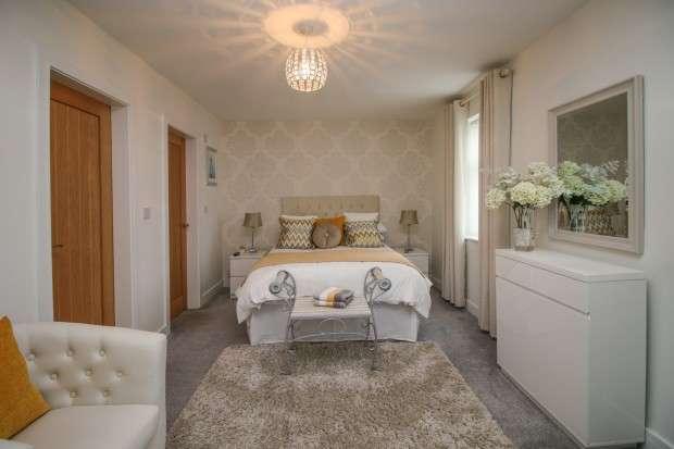 2 Bedrooms Apartment Flat for sale in Queens Promenade, Blackpool, FY2
