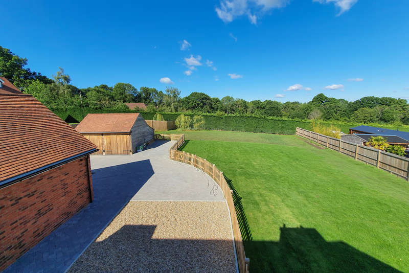 4 Bedrooms Detached House for sale in Shepherds Hill, Colemans Hatch