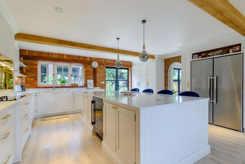 3 Bedrooms Detached House for sale in The Hawthorns, Rickmansworth