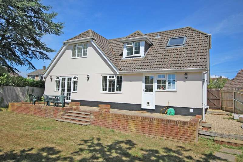 4 Bedrooms Bungalow for sale in High Ridge Crescent, Ashley, New Milton, Hampshire, BH25