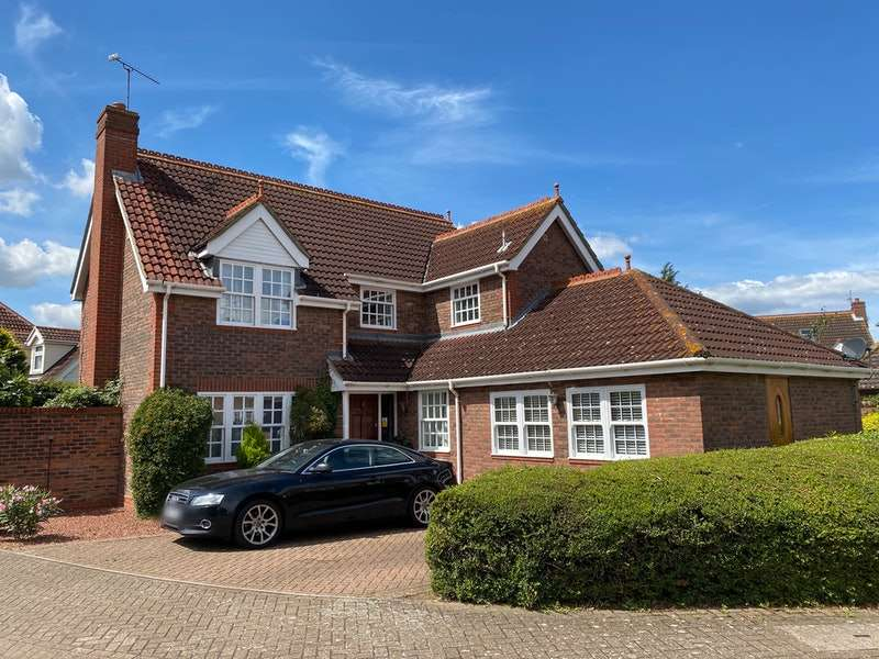 5 Bedrooms Detached House for sale in Bromley, Grays, Essex, RM17