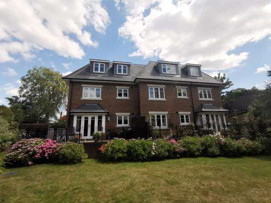 2 Bedrooms Flat for sale in Camberley, Surrey, United Kingdom
