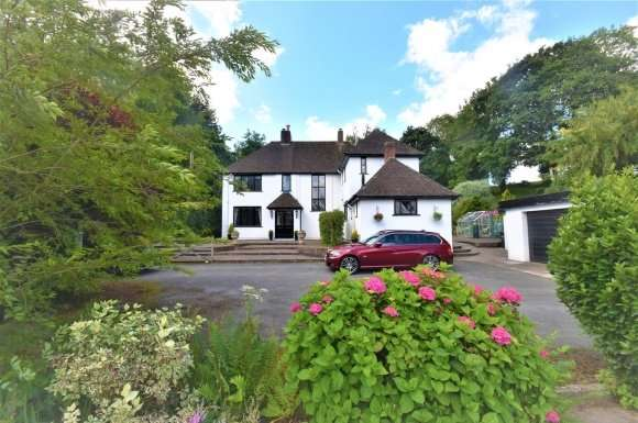 4 Bedrooms Detached House for sale in Three Sisters, Llanrhaeadr, Denbigh