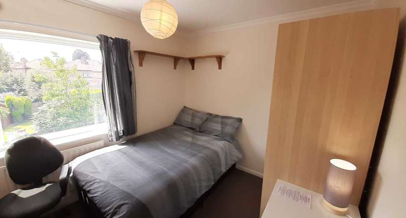 1 Bedroom House Share for rent in Glade Avenue