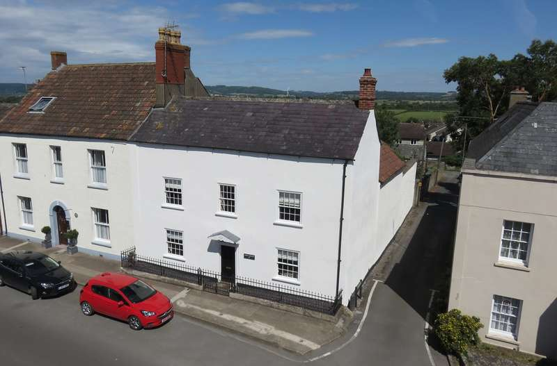 5 Bedrooms Detached House for sale in High Street, Wickwar, GL12