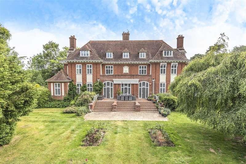 4 Bedrooms Apartment Flat for sale in Swallowfield Road, Arborfield, Berkshire, RG2 9JU