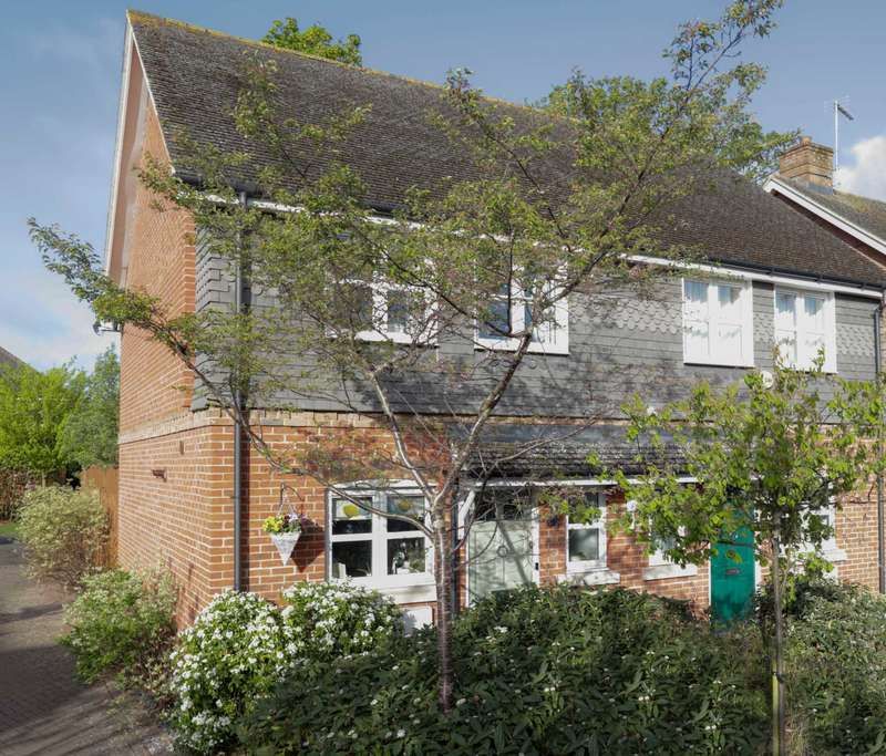 2 Bedrooms Semi Detached House for sale in Siareys Close, Chinnor
