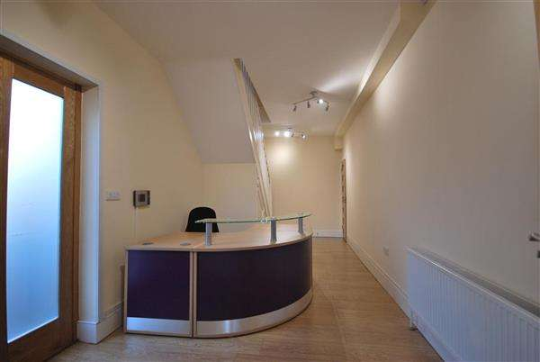 Property for rent in Queens Mews, Buckhurst Hill, Buckhurst Hill, Essex, IG9 5AZ