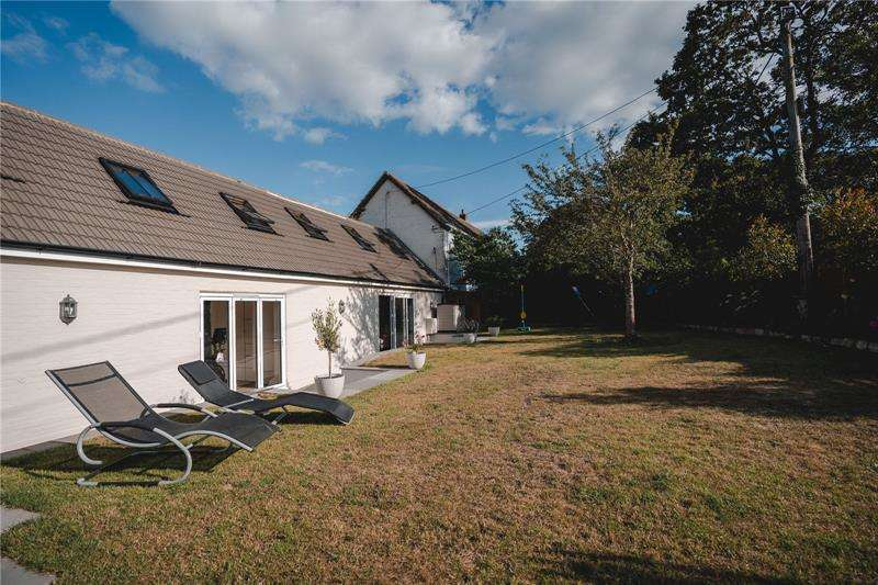 4 Bedrooms Semi Detached House for sale in Barnes Lane, Milford on Sea, Lymington, Hampshire, SO41
