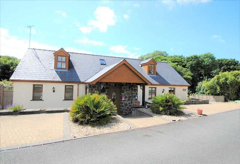 4 Bedrooms Bungalow for sale in The Stow, Little Honeyborough, Neyland