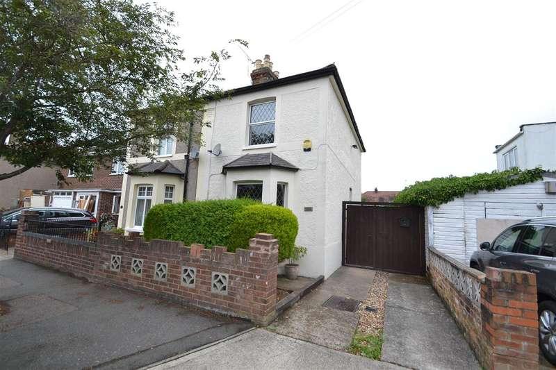 3 Bedrooms Semi Detached House for sale in Fruen Road, Feltham