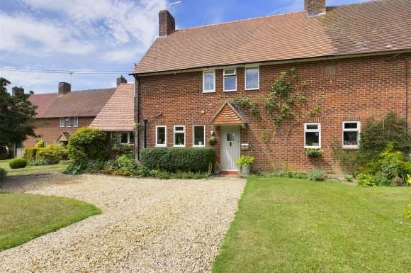 4 Bedrooms Detached House for sale in Old Stoke Road, Stoke Charity, Winchester