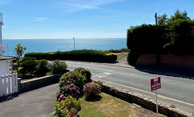 2 Bedrooms Apartment Flat for sale in Studland Court, Alumhurst Road, Bournemouth, Dorset, BH4 8HS
