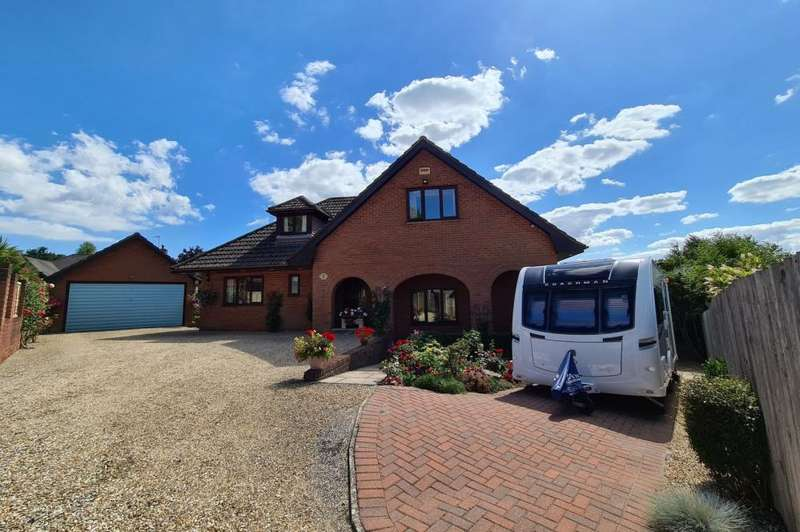 4 Bedrooms Chalet House for sale in St Ives, BH24 2LN