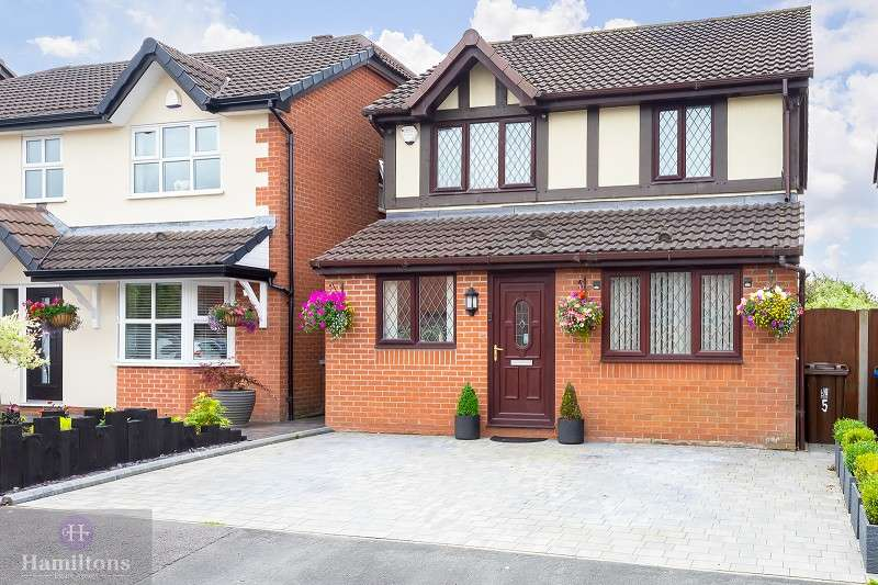 3 Bedrooms Detached House for sale in Donnington Close, Pennington, Leigh, Greater Manchester. WN7 3NY