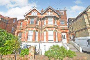 2 Bedrooms Flat for sale in Christ Church Road, Folkestone