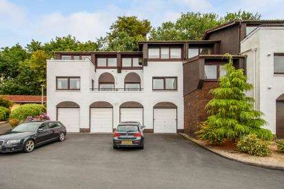 2 Bedrooms Flat for sale in Springfield Gardens, Largs