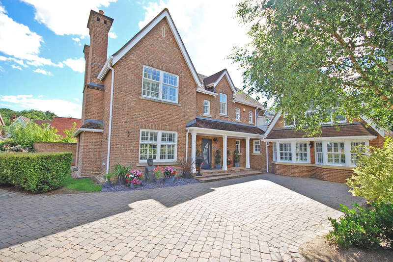 6 Bedrooms Detached House for sale in Petworth Close, Great Notley, Braintree, CM77