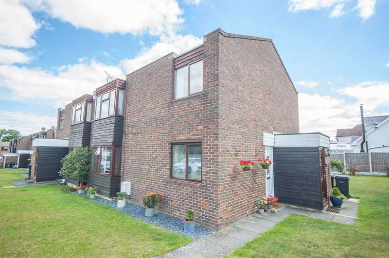 2 Bedrooms Maisonette Flat for sale in Wood Dale, Great Baddow, Chelmsford, CM2