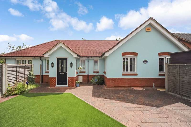 4 Bedrooms Bungalow for sale in Longfield Road, Tring