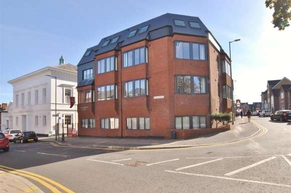 2 Bedrooms Flat for sale in Brand Street, Hitchin
