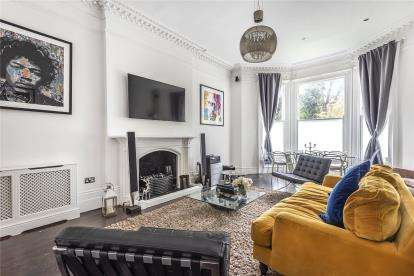 2 Bedrooms Flat for sale in Robins Court, 77 Bromley Road, Beckenham