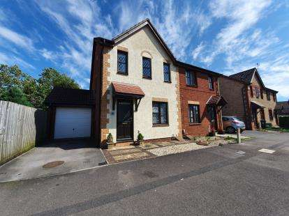 3 Bedrooms Semi Detached House for sale in Juniper Way, Bradley Stoke, Bristol, Gloucestershire