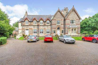 3 Bedrooms Flat for sale in Park Hill Hall, Armthorpe Lane, Barnby Dun, Doncaster