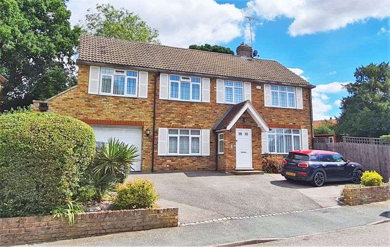 4 Bedrooms Property for sale in Robins Orchard, Chalfont St Peter