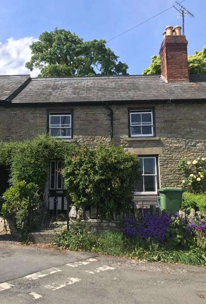 2 Bedrooms Terraced House for sale in 5A The Square, Kington, HR5 3BA