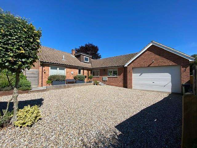 4 Bedrooms Detached House for sale in Crossways, Crays Pond, RG8