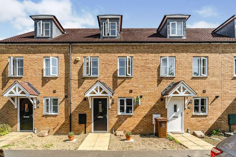 3 Bedrooms House for sale in Fitzgilbert Close, Gillingham, Kent, ME7