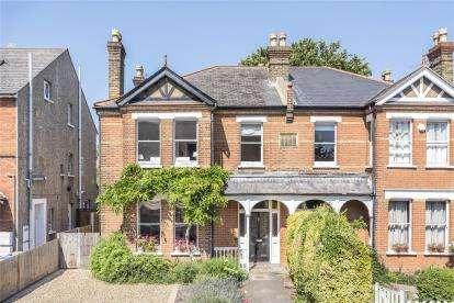 4 Bedrooms Semi Detached House for sale in Cambridge Road, Bromley