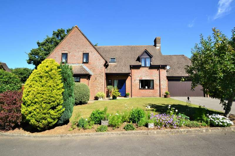 4 Bedrooms Detached House for sale in Child Okeford