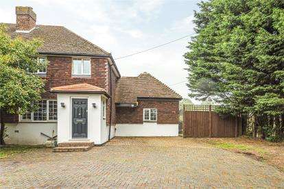 5 Bedrooms Semi Detached House for sale in Hewitts Farm Cottages, Hewitts Road, Orpington, Kent