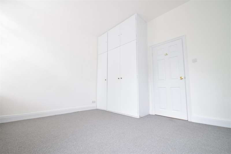 3 Bedrooms Apartment Flat for rent in Green Lane, Northwood, HA6