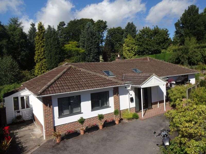 4 Bedrooms Property for sale in Church Road, Haslemere QUIET LOCATION, WALK OF TOWN & STATION