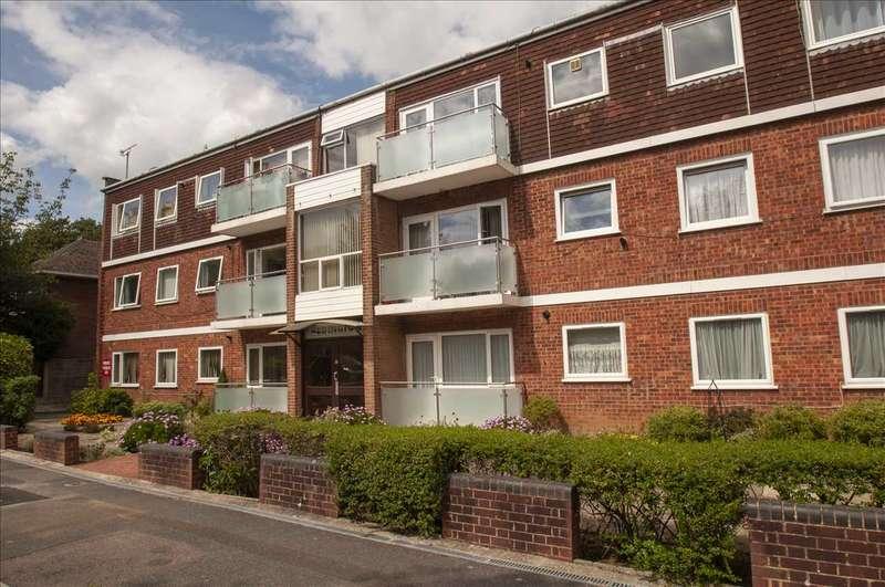 2 Bedrooms Apartment Flat for sale in REDINGTON, LOWER QUEENS ROAD, ASHFORD, KENT, TN24 8HW
