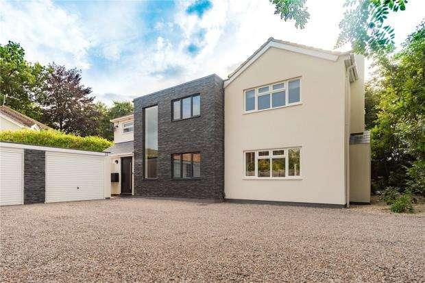 5 Bedrooms Detached House for sale in Velmead Road, Fleet, Hampshire