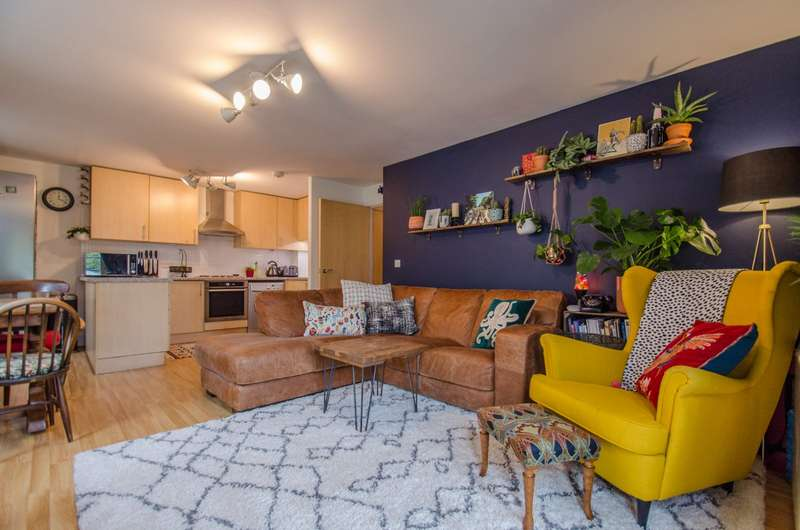 2 Bedrooms Apartment Flat for sale in Starlings Bridge, Nightingale Road, Hitchin, Hertfordshire, SG5