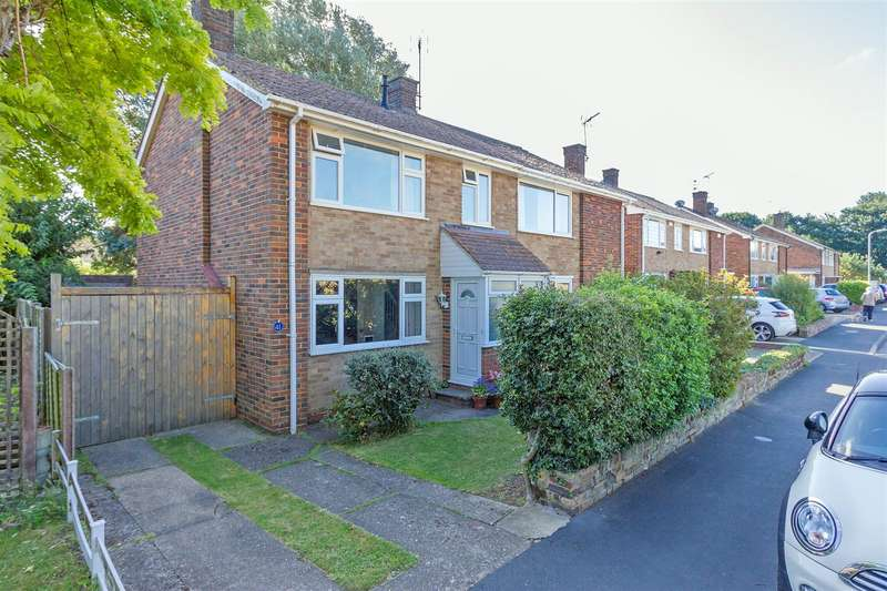 3 Bedrooms Semi Detached House for sale in School Lane, Bapchild, Sittingbourne