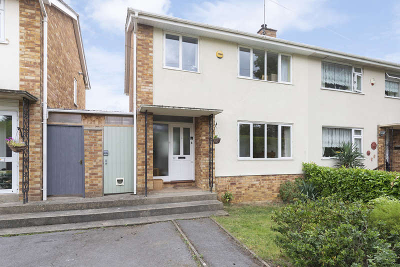 3 Bedrooms Semi Detached House for sale in Court Road, Cheltenham GL52 5BL