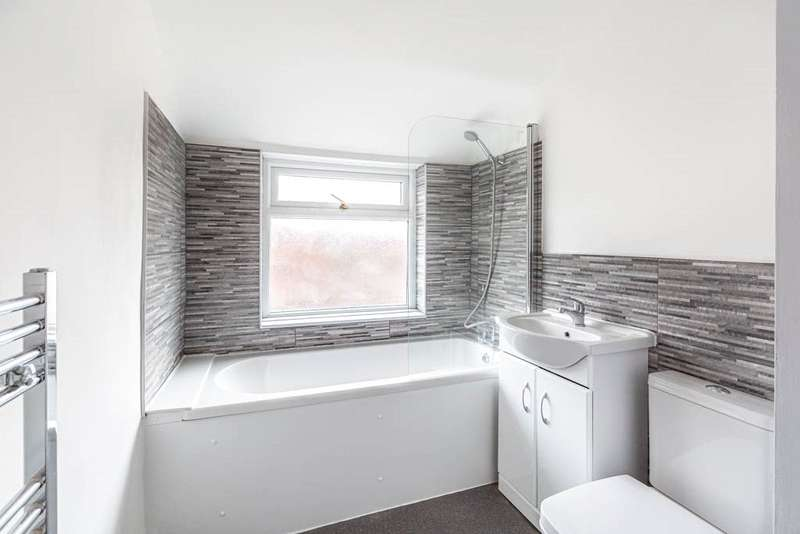 2 Bedrooms Terraced House for sale in Moor Road, Rushden, Northamptonshire, NN10