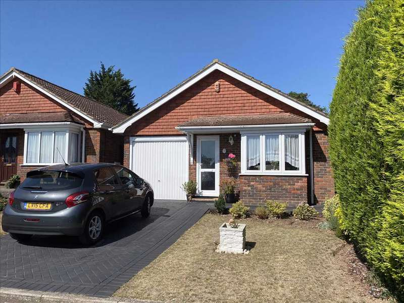 2 Bedrooms Bungalow for sale in Penshurst Close, New Barn