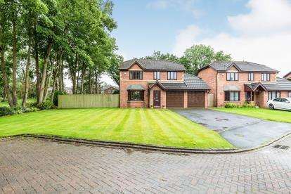 4 Bedrooms Detached House for sale in The Glebe, Leyland, Lancashire, PR26