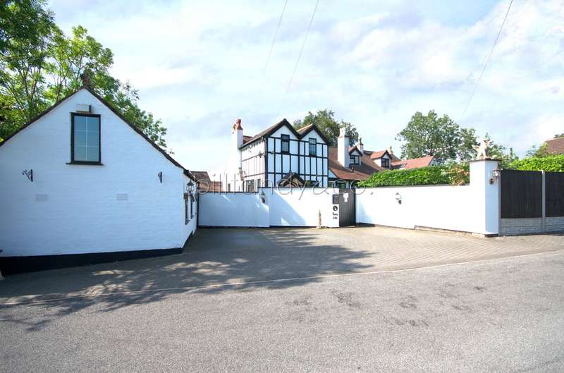 4 Bedrooms Semi Detached House for sale in Rake Hill, Burntwood , WS7