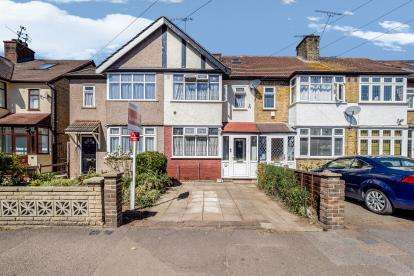 3 Bedrooms Terraced House for sale in Woodford Green