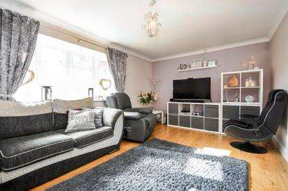 4 Bedrooms Semi Detached House for sale in Stanford-Le-Hope, Essex, United Kingdom