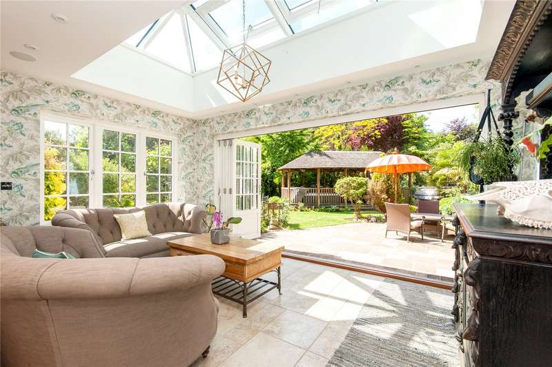 4 Bedrooms Semi Detached House for sale in Yeoveney Lodge, Moor Lane, Staines-upon-Thames, Surrey, TW19