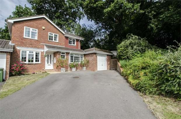 4 Bedrooms Detached House for sale in The Ridings, Bishopstoke, EASTLEIGH, Hampshire
